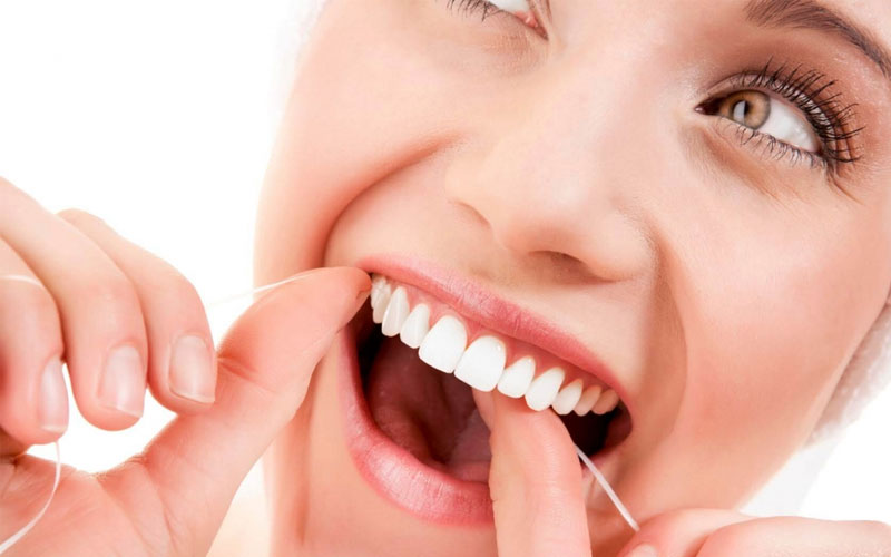 vệ sinh răng miệng đúng cách là lưu ý quan trọng khi niềng răng