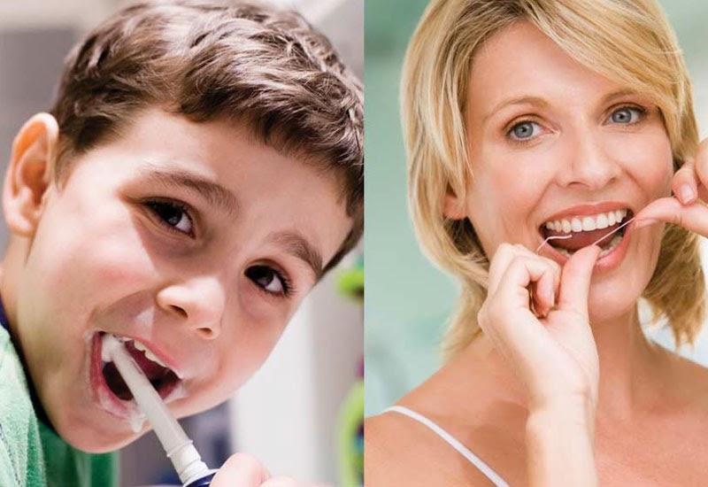 Vệ sinh răng miệng đúng cách là một trong những lưu ý quan trọng khi niềng răng khấp khểnh