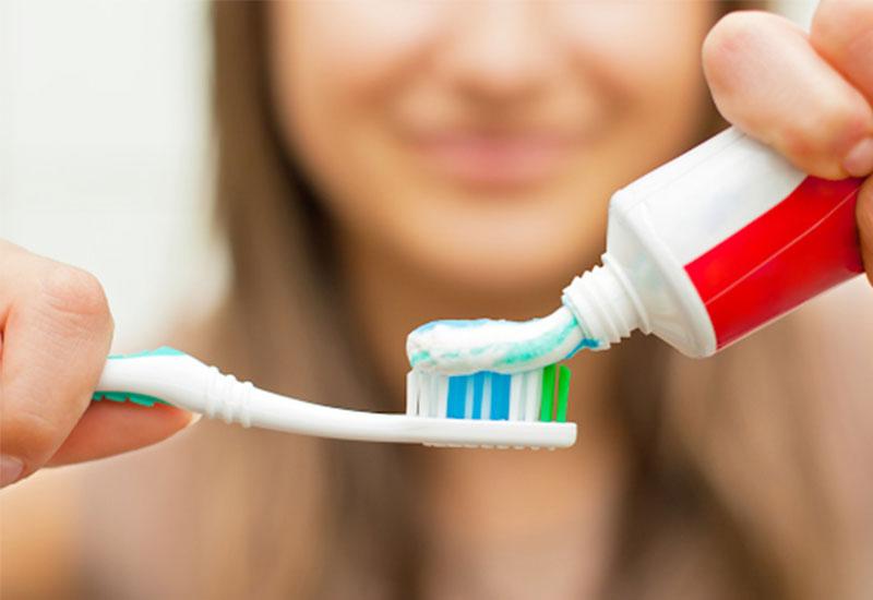 Cần chú trọng vệ sinh răng miệng hơn trong suốt quá trình niềng răng
