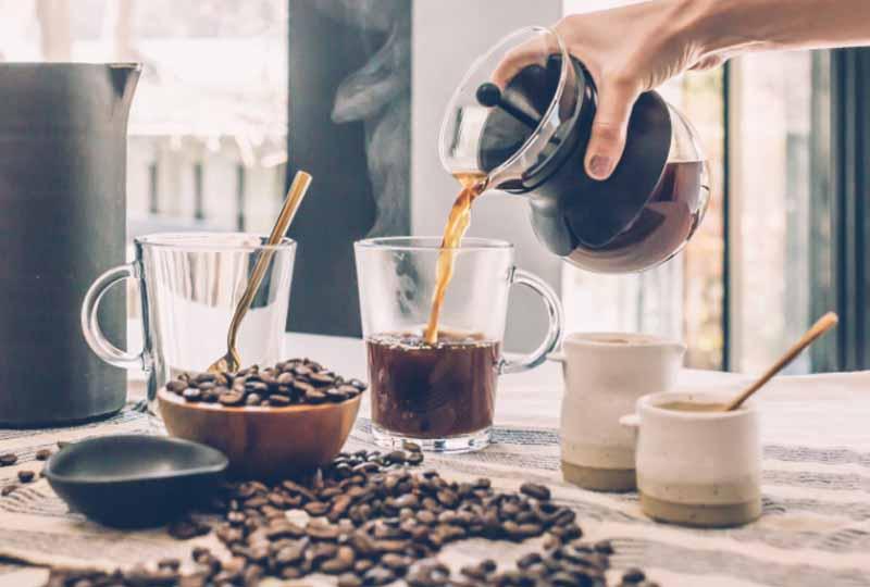 Người niềng răng cũng nên hạn chế uống các loại cafe