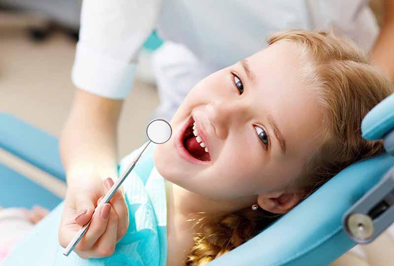 Quá trình niềng răng tại nhà cần được bác sĩ nha khoa kiểm soát
