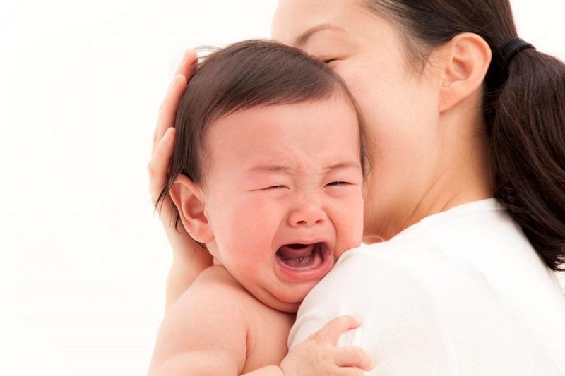 Khi thấy con mọc răng chậm bố mẹ có thể đưa bé đến bác sĩ kiểm tra