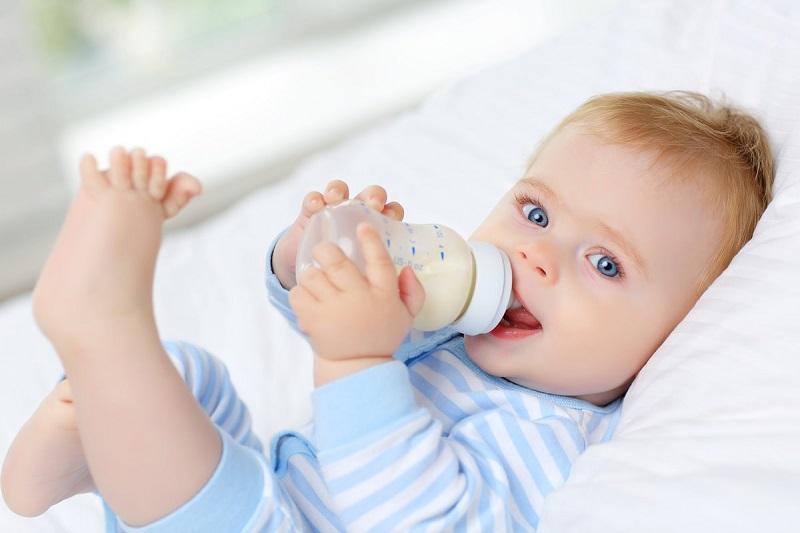 Sữa là nguồn thực phẩm quan trọng cho sự phát triển xương và răng của trẻ