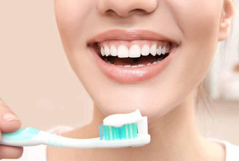 Vệ sinh răng miệng sai cách cũng là nguyên nhân khiến lợi bị viêm nhiễm