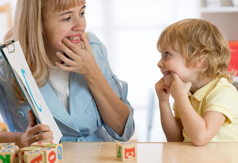 Răng và lưỡi ảnh hưởng rất nhiều đến việc học phát âm của trẻ