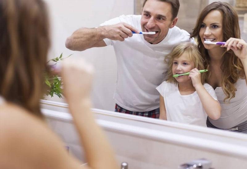 Nên rèn cho trẻ thói quen vệ sinh răng miệng từ khi còn nhỏ