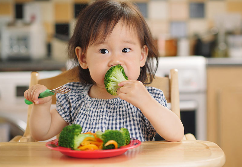 Chế độ ăn phù hợp sẽ giúp trẻ có được hàm răng khỏe mạnh