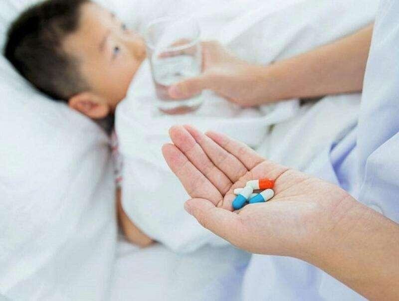 Ba mẹ cần thận trọng khi sử dụng kháng sinh điều trị viêm nha chu cho bé