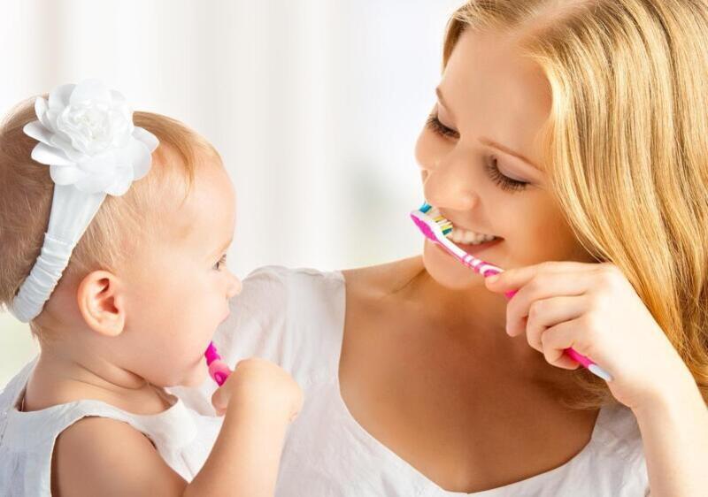 Vệ sinh răng miệng hợp lý là cách tốt nhất điều trị bệnh cho bé