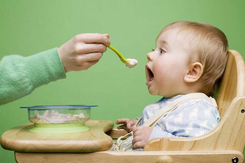 Bé chậm mọc răng nên ăn gì - Nguyên nhân do đâu?