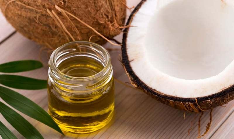 Axit lauric trong dầu dừa có tác dụng chống viêm.