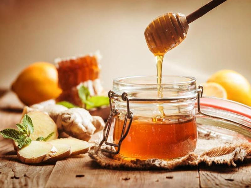 Người bệnh có thể bôi trực tiếp mật ong vào chỗ lợi bị viêm, sẽ thấy hiệu quả nhanh chóng.