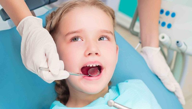 Tùy tình trạng bệnh bác sĩ sẽ chỉ định loại bỏ mủ dịch hoặc nhổ răng khi cần thiết