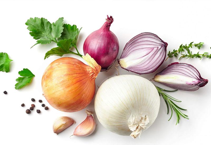 Thực phẩm có mùi như hành tỏi là một trong những nguyên nhân gây hôi miệng