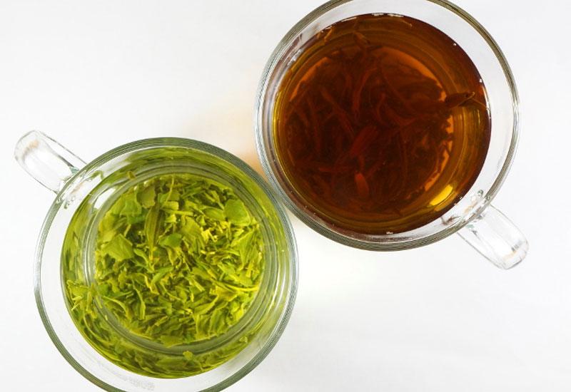Dùng nước trà xanh hoặc trà đen chống hôi miệng rất hiệu quả