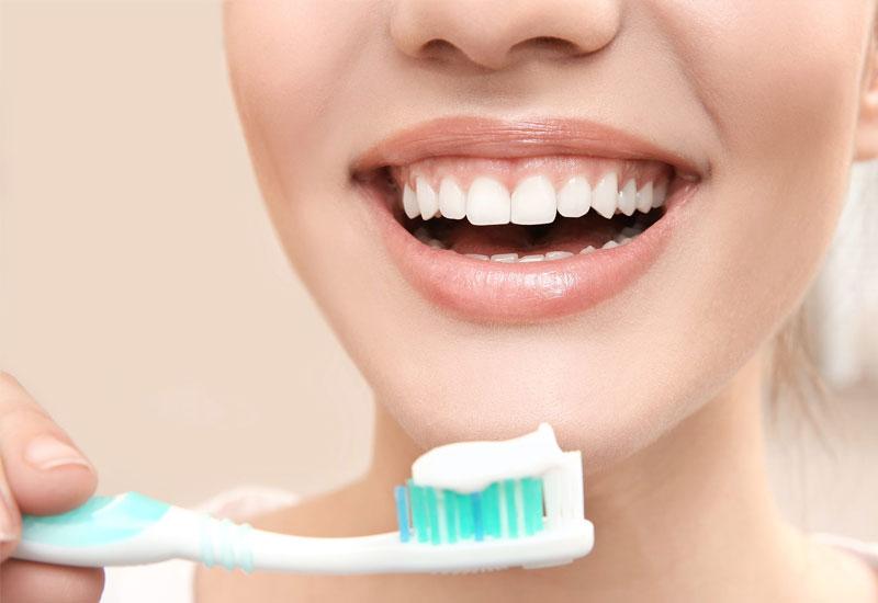 Để ngăn chặn mùi hôi trong hơi thở cần có thói quen vệ sinh răng miệng mỗi ngày