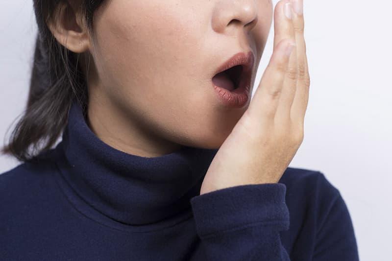 Hôi niệng chảy máu chân răng có nguy hiểm không là thắc mắc của nhiều người