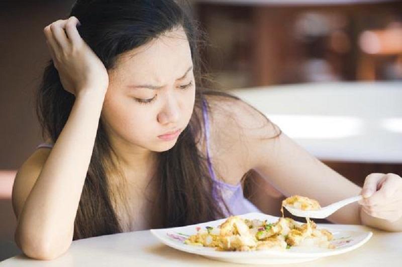 Người bệnh có hiện tượng gặp khó khăn khi ăn uống
