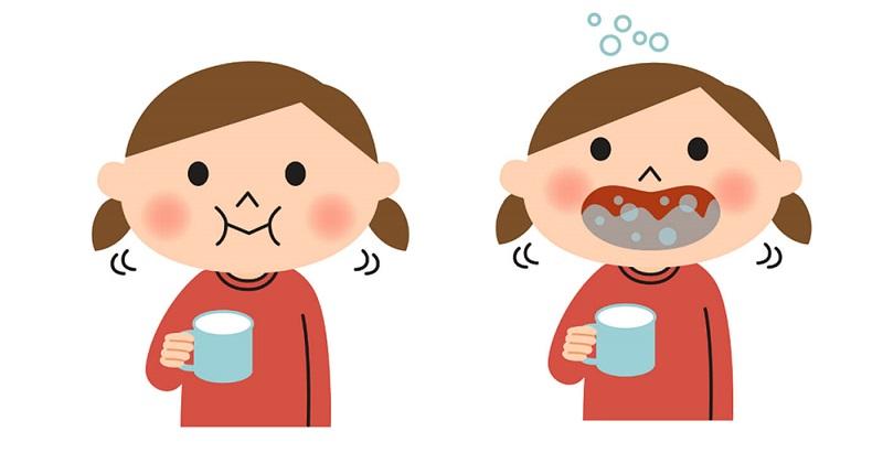 Súc miệng bằng nước mối là một trong những cách trị sâu răng cho bé phổ biển tại nhà