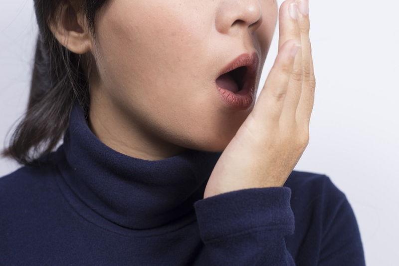 Hơi thở có mùi là triệu chứng của bệnh viêm lợi