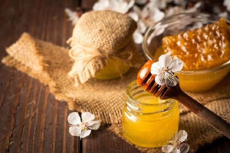 Sử dụng mật ong giúp giảm triệu chứng viêm lợi