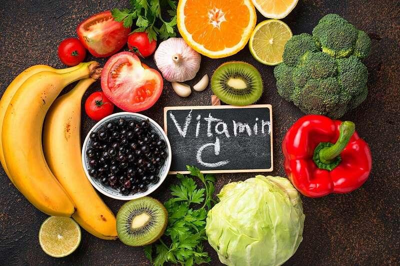 Bị thiếu hụt vitamin C cũng là nguyên nhân gây tình trạng chảy máu chân răng và viêm nha chu.