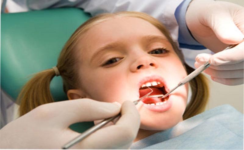 Ngoài nhổ răng sữa cho trẻ bao nhiêu tiền, ba mẹ cũng cần căn cứ vào các tiêu chí khác để lựa chọn cơ sở nhổ răng