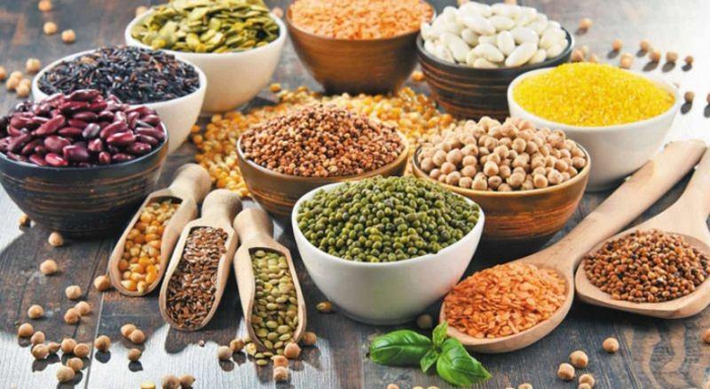 Ăn quá nhiều thực phẩm chứa tinh bột và đường là nguyên nhân dẫn đến sâu răng số 6.