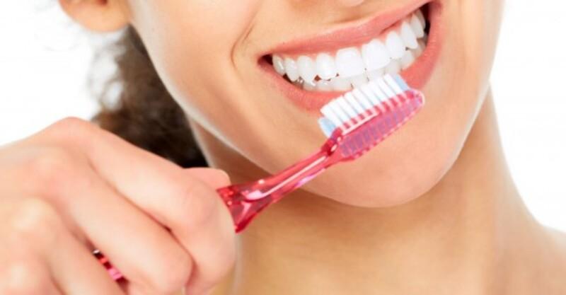 Cần lưu ý vệ sinh răng miệng thật sạch sẽ