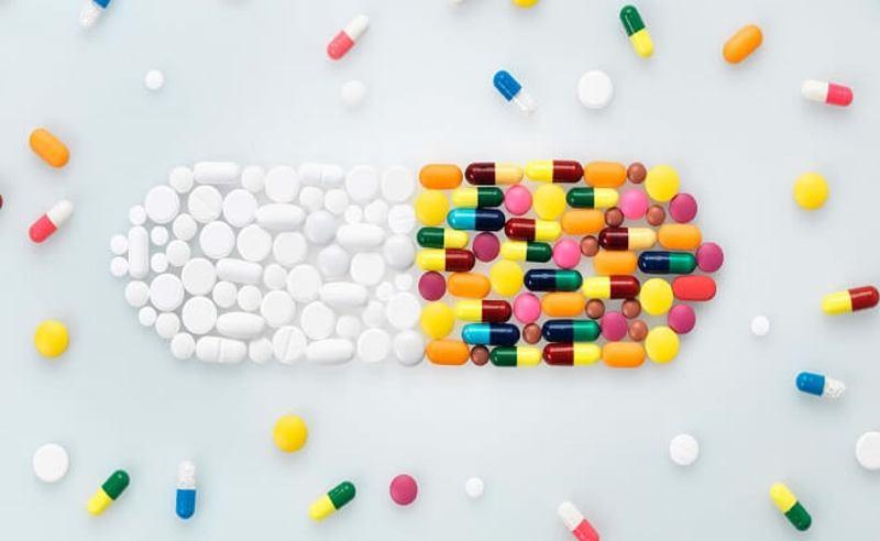 Thuốc kháng sinh giúp điều trị viêm lợi và tình trạng chảy máu chân răng.