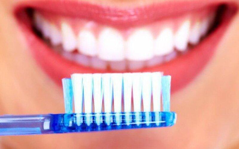 Cần chú ý vệ sinh răng miệng thật sạch sẽ