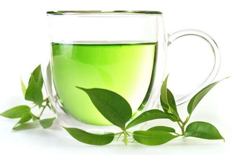 Dùng nước trà xanh súc miệng hàng ngày có thể giảm bớt tình trạng viêm nướu.
