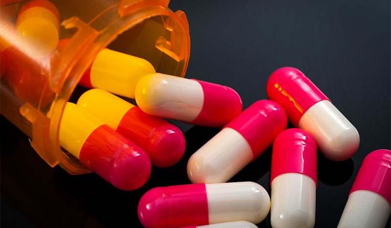 Bác sĩ sẽ chỉ định sử dụng thuốc kháng sinh để loại bỏ vi khuẩn gây viêm lợi trùm.