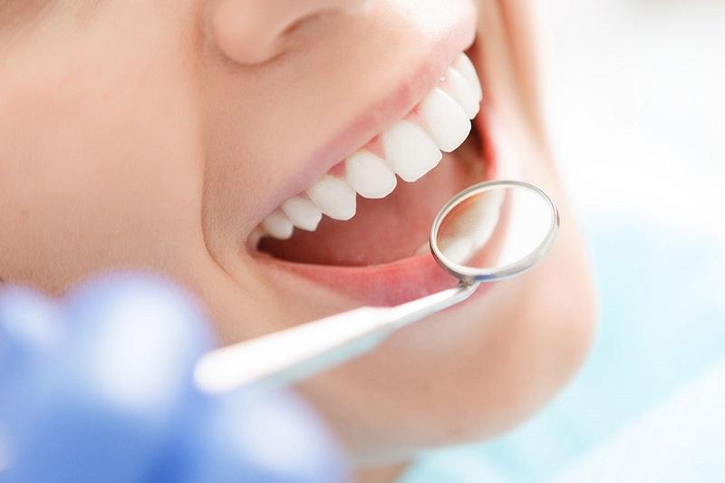 Bọc răng sứ Titan là phương pháp giúp khắc phục các nhược điểm ở mức nhẹ tới trung bình